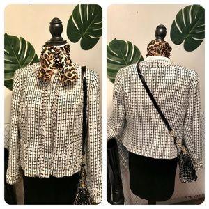 Apostrophe Black/white zip up Chanel like blazer